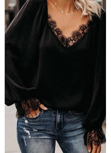 BLACK&GRACE Siyah Dokuma Krep Dantel Detaylı Bluz Siyah